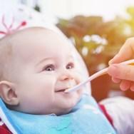5 GREȘELI de evitat la început de diversificare a alimentației bebelușului