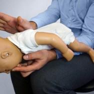 Pericolul înecarii cu alimente la copii, Manevra Heimlich de salvare de la sufocare