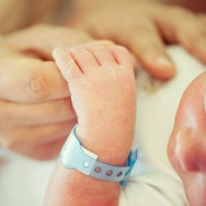 Cum percep bebelușii lumea? Cum arată lumea pentru un nou născut?