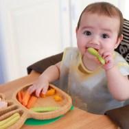 Când e pregătit bebe pentru alimente degețel (finger food)