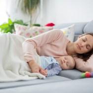 5 Beneficii ale Co-sleepingului pentru bebe și mami