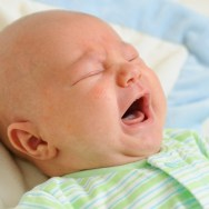 Efectele NEGATIVE ale tehnicii plânsului controlat la bebeluși