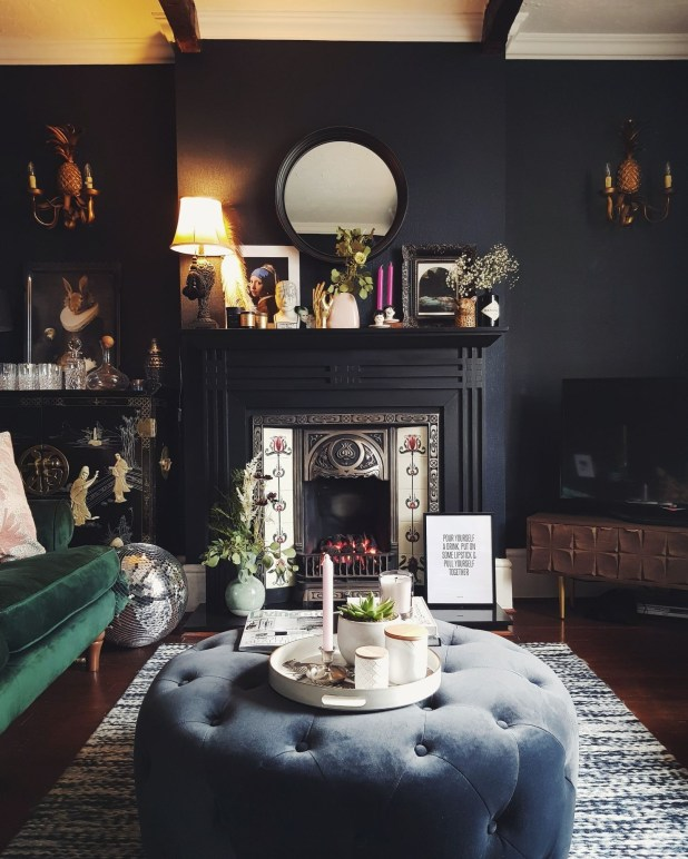 Adorable Black Living Room Ideas That Looks Cool48