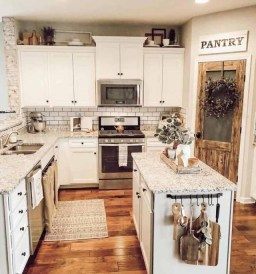 Extraordinary Farmhouse Kitchens Design Ideas That Have An Elegant Looks10