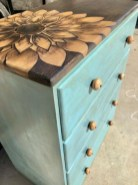 Extraordinary Old Furniture Ideas To Beautify The Decor04