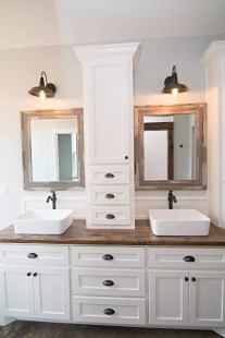 Fascinating Farmhouse Master Bathroom Remodel Ideas To Have Now10