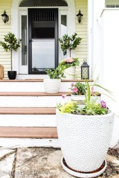 Pretty Planter Design Ideas For Summer Porch To Looks Amazing03