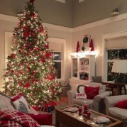 Extraordinary Christmas Living Room Decoration Ideas To Try Asap02