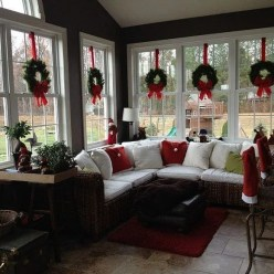 Extraordinary Christmas Living Room Decoration Ideas To Try Asap04