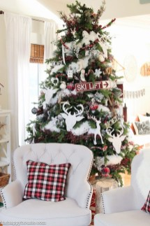 Extraordinary Christmas Living Room Decoration Ideas To Try Asap18