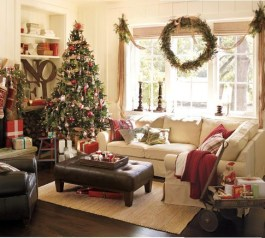Extraordinary Christmas Living Room Decoration Ideas To Try Asap31
