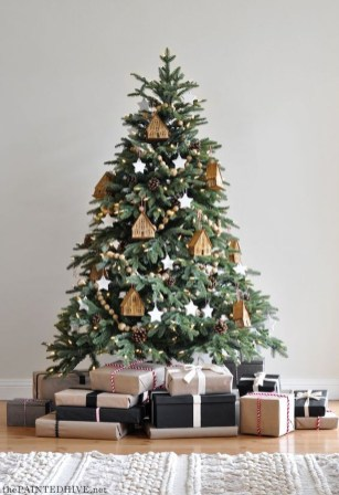 Trendy Diy Christmas Trees Design Ideas That Using Simple Free Materials09