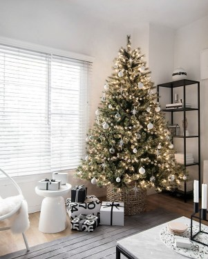Trendy Diy Christmas Trees Design Ideas That Using Simple Free Materials15