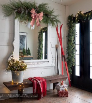 Unordinary Farmhouse Christmas Entryway Design Ideas For The Amazing Looks06