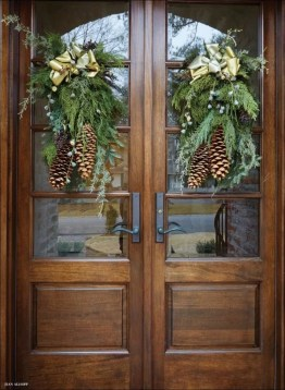 Unordinary Farmhouse Christmas Entryway Design Ideas For The Amazing Looks09
