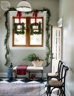 Unordinary Farmhouse Christmas Entryway Design Ideas For The Amazing Looks12