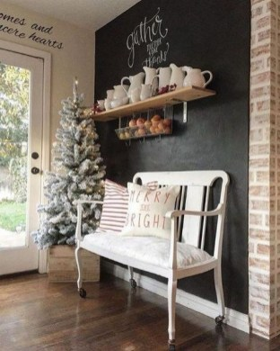 Unordinary Farmhouse Christmas Entryway Design Ideas For The Amazing Looks16