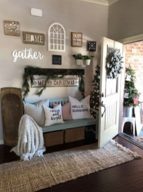 Unordinary Farmhouse Christmas Entryway Design Ideas For The Amazing Looks17