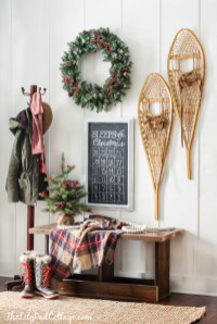 Unordinary Farmhouse Christmas Entryway Design Ideas For The Amazing Looks22