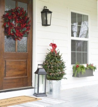 Unordinary Farmhouse Christmas Entryway Design Ideas For The Amazing Looks26
