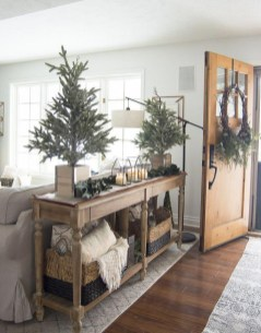 Unordinary Farmhouse Christmas Entryway Design Ideas For The Amazing Looks30