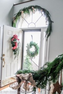 Unordinary Farmhouse Christmas Entryway Design Ideas For The Amazing Looks31