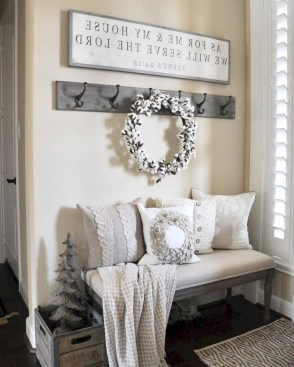 Unordinary Farmhouse Christmas Entryway Design Ideas For The Amazing Looks32