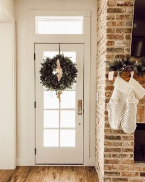 Unordinary Farmhouse Christmas Entryway Design Ideas For The Amazing Looks33