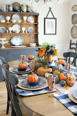 Amazing Thanksgiving Tablescapes Ideas For More Taste And Enjoyful08