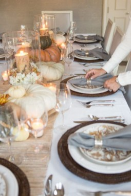 Amazing Thanksgiving Tablescapes Ideas For More Taste And Enjoyful34