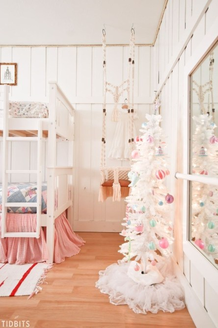 Latest Christmas Bedroom Decor Ideas For Kids To Try12