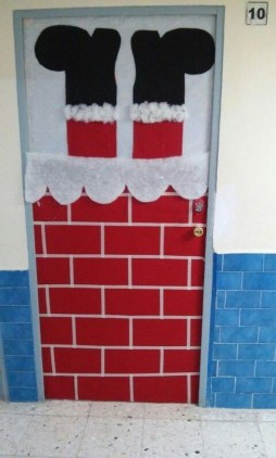 Newest Christmas Door Decoration Ideas You Must Try Right Now08