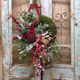 Newest Christmas Door Decoration Ideas You Must Try Right Now11