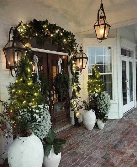 Newest Christmas Door Decoration Ideas You Must Try Right Now18