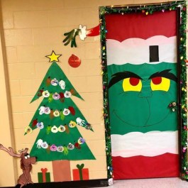 Newest Christmas Door Decoration Ideas You Must Try Right Now19