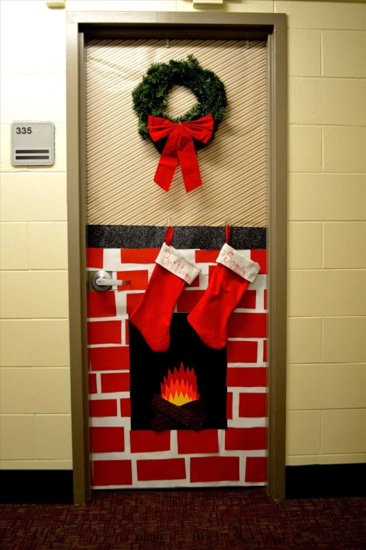 Newest Christmas Door Decoration Ideas You Must Try Right Now32