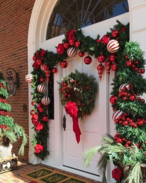 Trendy Outdoor Christmas Decorations To Copy Right Now15