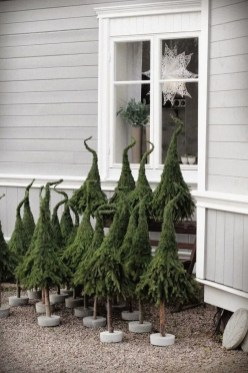 Trendy Outdoor Christmas Decorations To Copy Right Now18