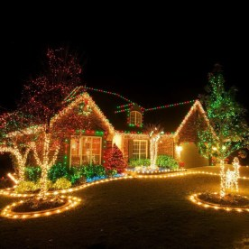 Trendy Outdoor Christmas Decorations To Copy Right Now23