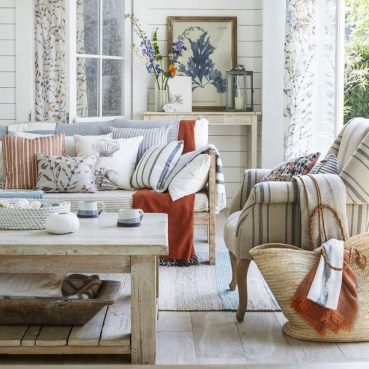 Pretty Coastal Living Room Decor Ideas That Looks Awesome15
