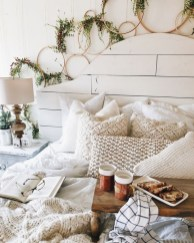 Spectacular Winter Décor Ideas With Textiles That You Need To Try04