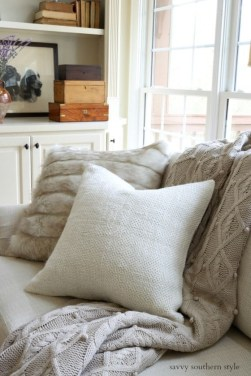 Spectacular Winter Décor Ideas With Textiles That You Need To Try16