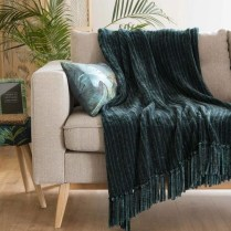 Spectacular Winter Décor Ideas With Textiles That You Need To Try26