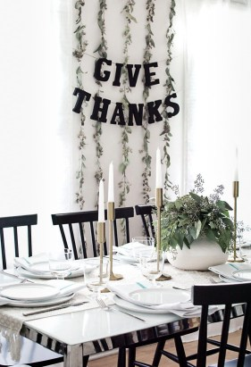Unusual Friendsgiving Decor Ideas For Holiday Celebrating To Try07