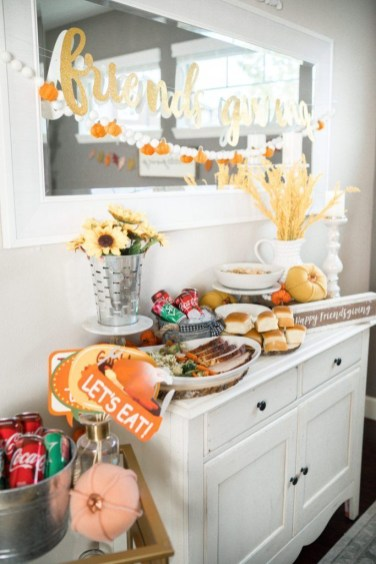Unusual Friendsgiving Decor Ideas For Holiday Celebrating To Try33