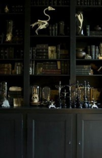 Exciting Dark Gothic Interior Designs Ideas That You Need To Try05