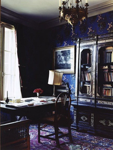 Exciting Dark Gothic Interior Designs Ideas That You Need To Try18