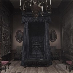 Exciting Dark Gothic Interior Designs Ideas That You Need To Try20