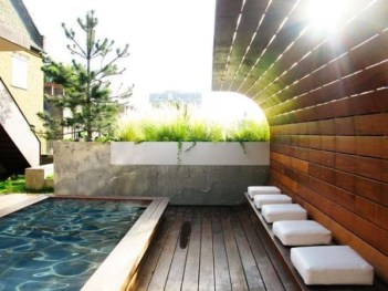 Extraordinary Poolside Nooks Design Ideas To Try For Your Relaxing20