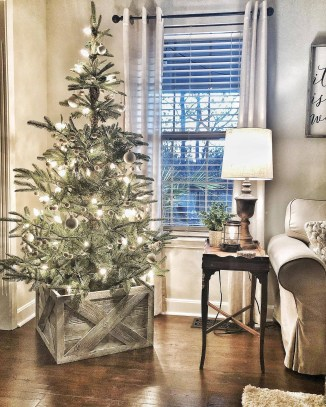 Favorite Winter Tree Display Design Ideas For Small Spaces16